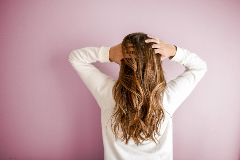 Diffuser Haarausfall wird man am dünner werdenden Haupthaar sichtbar.