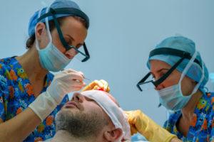 Wirksames Mittel bei erblichem Haarausfall: eine Haartransplantation