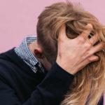 Juckende Kopfhaut & Haarausfall: Das kann dahinterstecken