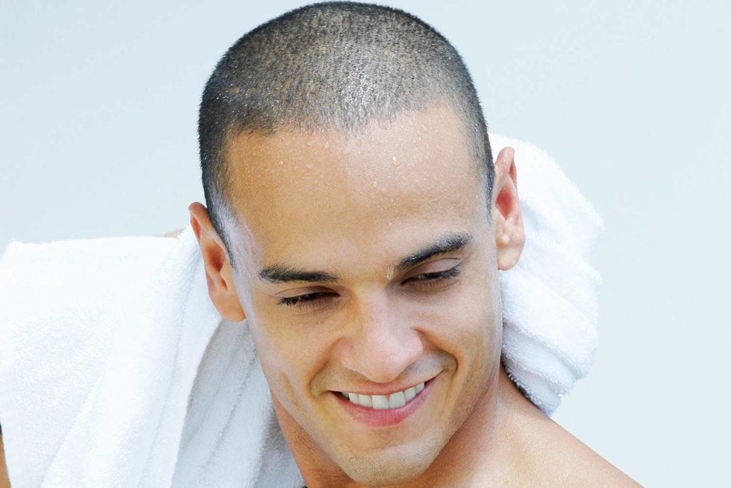 Haare trocknen nach Haartransplantation